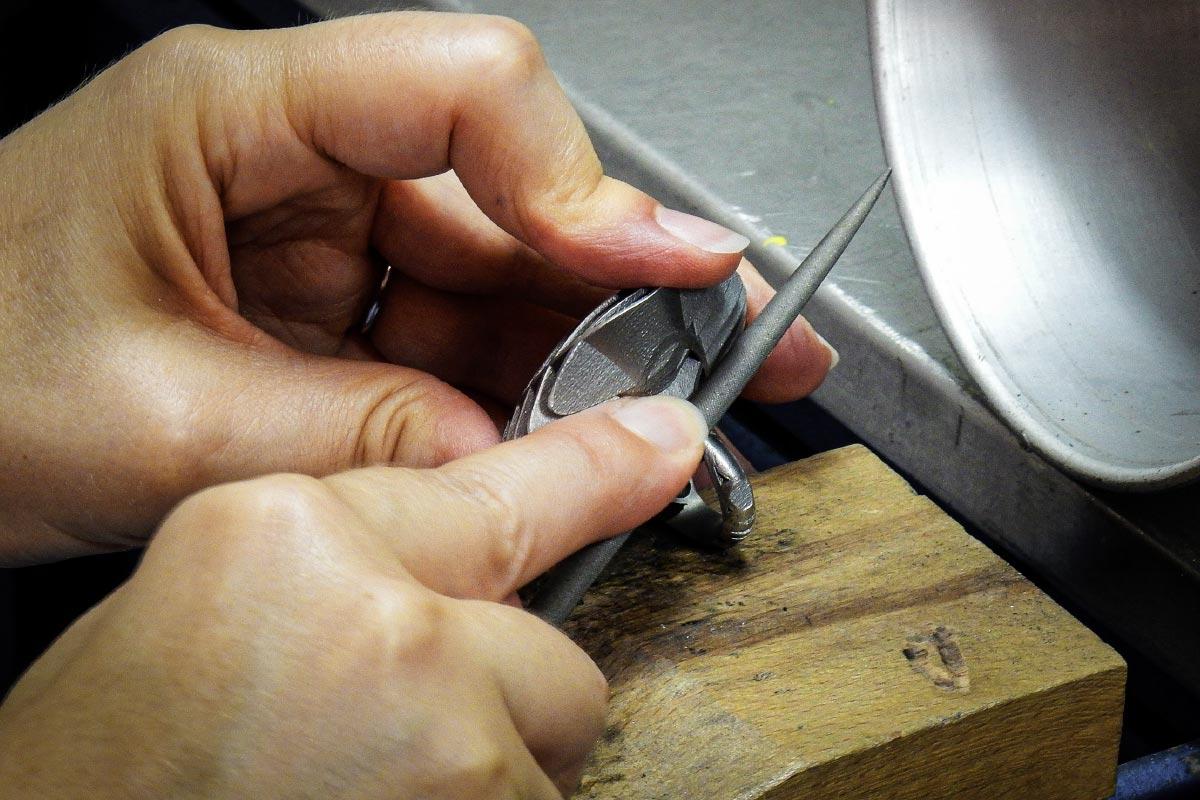 jewelry art handmade working details Stefania Lucchetta contemporary artist Italiano Plurale