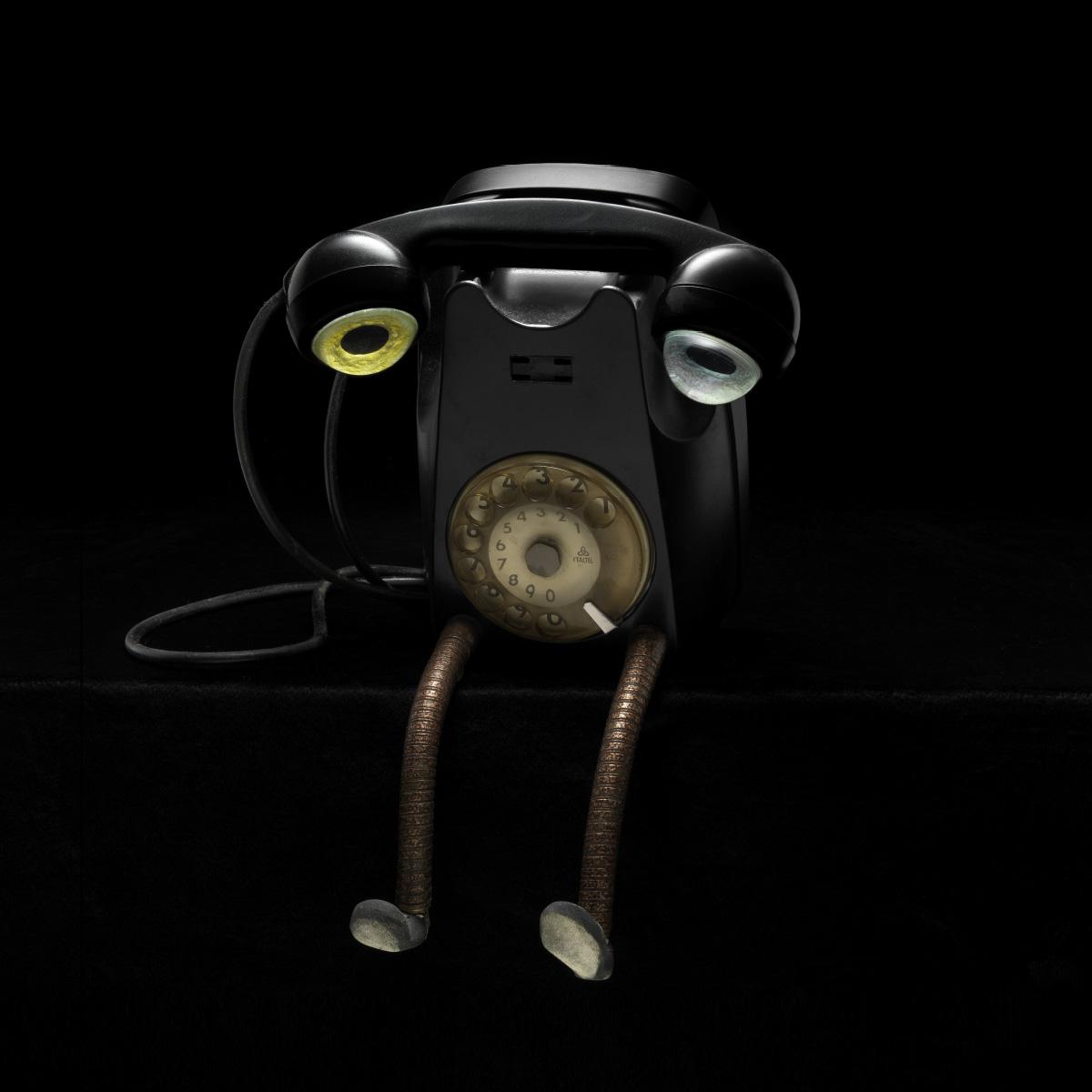 La piccola fabbrica di mostri sad telephone Stefano Prina Italiano Plurale