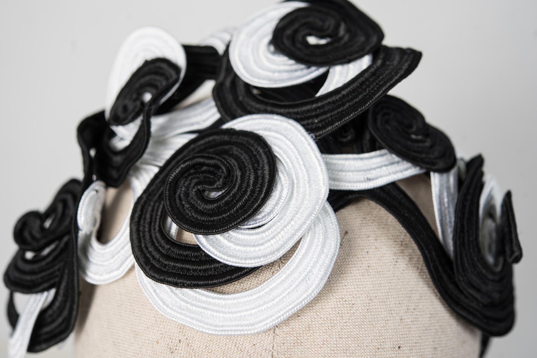 Veronica Innocenzi Acapo Headpiece circles black and white cotton soutache italiano plurale