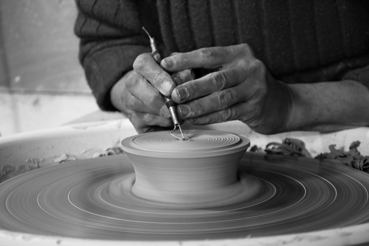 ceramic art handmade working details Lidia Marti contemporary artist Italiano Plurale
