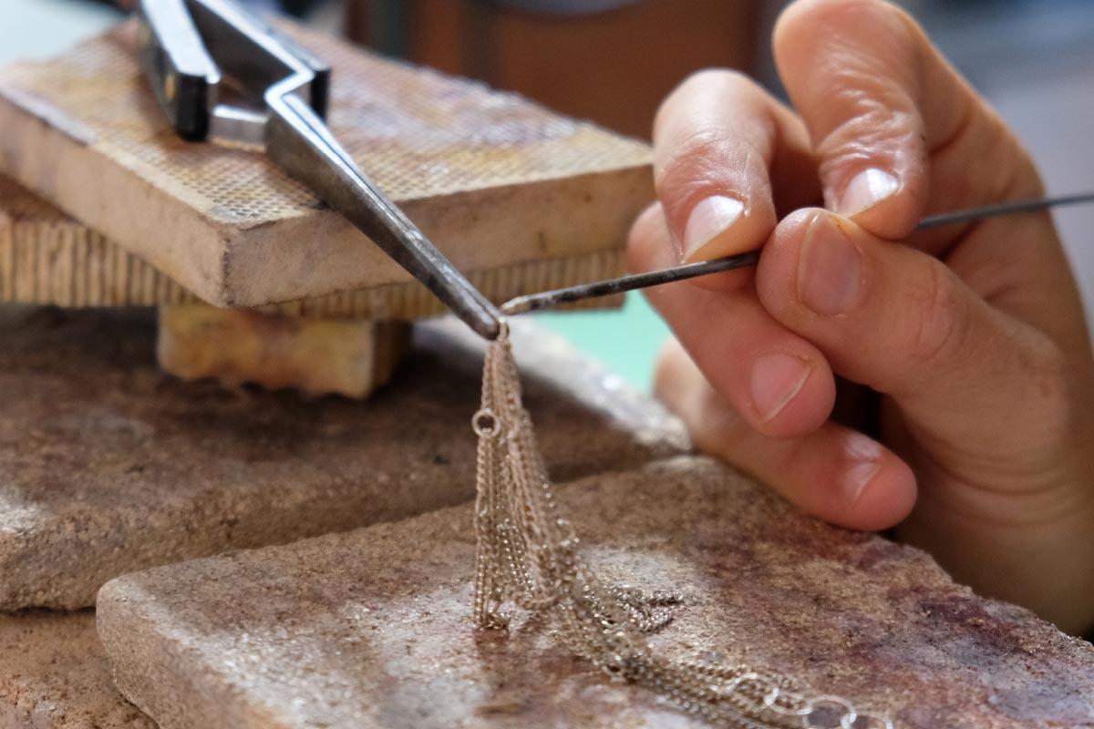 jewelry art handmade working details Giulia Savino contemporary artist Italiano Plurale