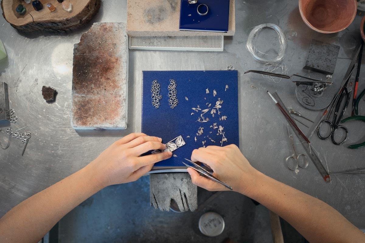 textile art handmade working details Valentina Caprini contemporary artist Italiano Plurale