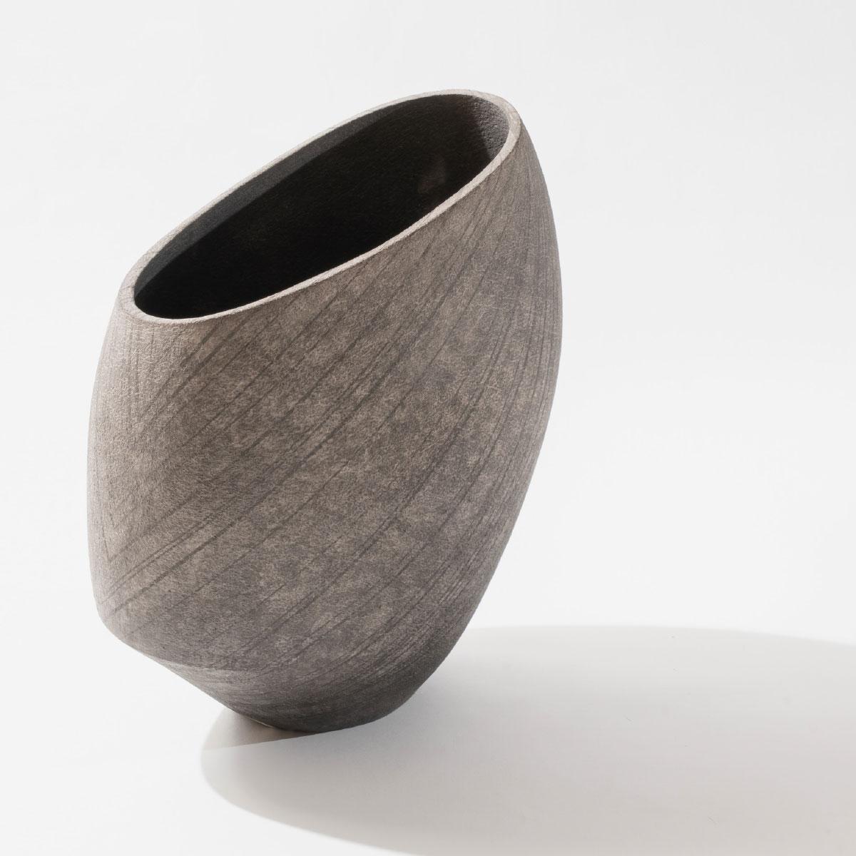 Lara De Sio large grey vessel white semirefractory clay Italiano Plurale